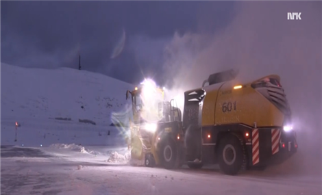See how Hammerfest Airport keeps traffic going when snow is coming